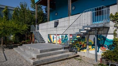 Mehr als nur Metall: Die beiden Treppen am Kulturhaus Theater Pavillon symbolisieren die engere Zusammenarbeitmit dem benachbarten Treibhaus. (Bild: Philipp Schmidli (Luzern, 28. August 2018))