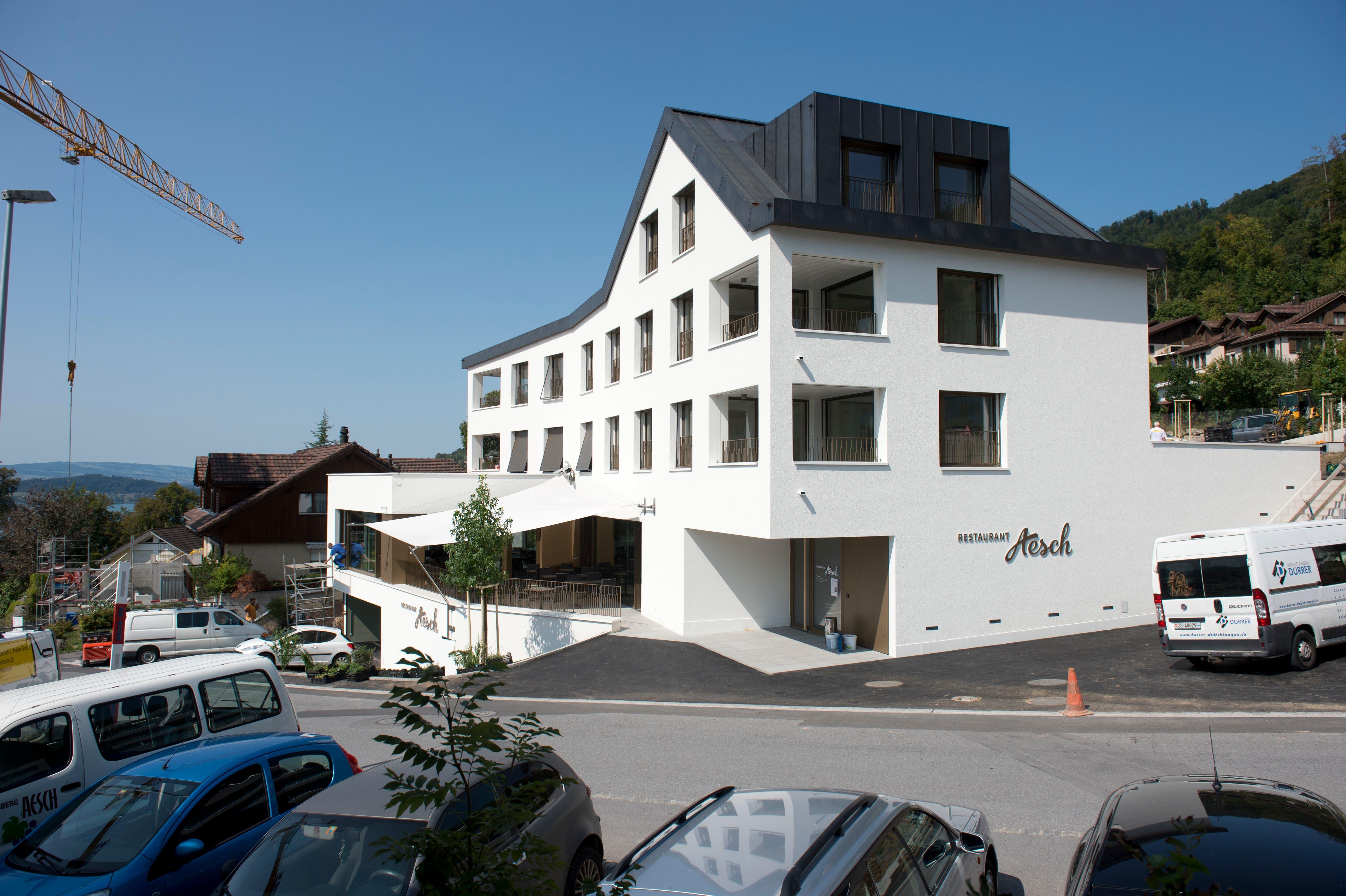 Die Aussenansicht erinnert an das ehemalige Lokal. (Bild: Maria Schmid ( Walchwil, 28. August 2018 ))