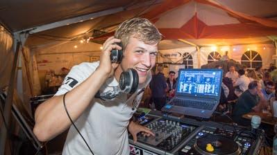 DJ Kaufi sorgte auch an der 1. August-Party in Grub SG für Stimmung im Festzelt. (Bild: Ralph Ribi)