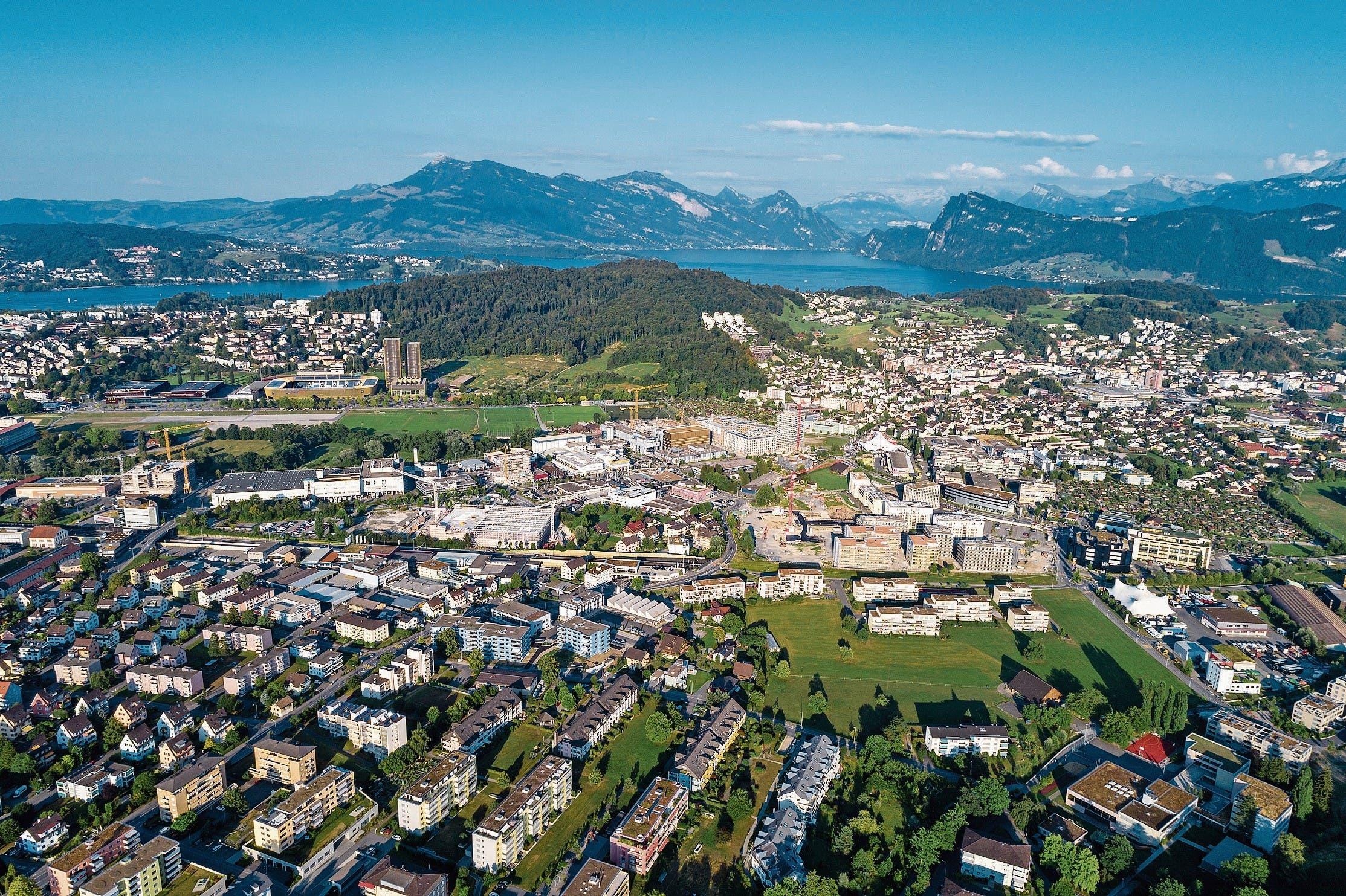 Eine Gegend im Umbruch: Kriens Süd mit dem Mattenhof, dem Schweighof und dem Nidfeld. (Bild: Philipp Schmidli (Luzern, 29. Juli 2018))