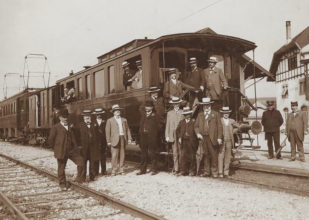 Der Salonwagen der Seethalbahn beim Bahnhof Münster im Jahr 1913. (Bilder: PD)