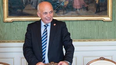 Bundesrat Ueli Maurer will beim Rahmenabkommen nicht «jufle». (KEYSTONE/Peter Schneider)