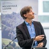 HSLU-Professor Andreas Dietrich an der Retailbanking-Konferenz in Zug. (Bild: Nadia Schärli, 16. November 2017)