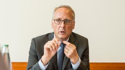 Urs Rüegsegger, der frühere Chef der St.GallerKantonalbank und der SIX Group, nimmt sich selber aus dem Rennen ums Raiffeisen-Präsidium. (Bild: Hanspeter Schiess, 8. Oktober 2014)