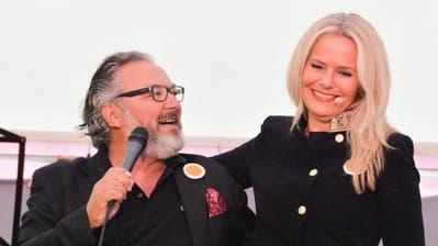 Jazzmeilenpräsident Harry Tschumy und Moderatorin Martina Meisenberg. (Bild: Donato Caspari)