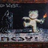 Graffiti, ein schwimmendes Hotel und Läden in Schiffscontainern