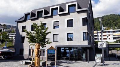 In Walchwil - im Bild das Gemeindehaus - wurden nur so viele Kandidaten angemeldet wie es Sitze gibt. Bild: Werner Schelbert (Walchwil, 22. Juni 2018)