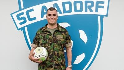 Er befiehlt in Beruf und Freizeit: Berufsoffizier Roli Wetter trainiert die Aadorfer Fussballjunioren