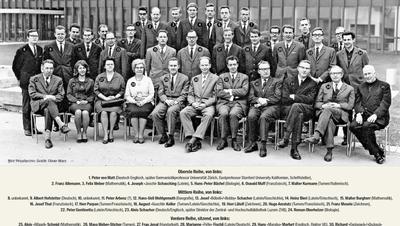 Das Lehrerkollegium des Untergymnasiums der Kantonsschule Alpenquai Luzern vom Schuljahr 1967/68. Hier die aktualisierte Version mit den Namen der Professorinnen und Professoren, so weit bekannt.   Bild Archiv