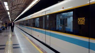 Blick in die Teheraner U-Bahn an der Station Shahr-e-Rey. (Bild: Wikipedia/Nasser Haghighat)