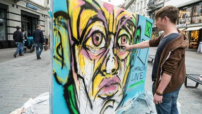 Graffiti-Künstler zeigen am Samstag in der St.Galler Marktgasse ihr Können. (Bild: PD)