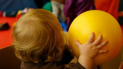 Spielende Kinder in der Eltern-Kind-Station der psychiatrischen Klinik Münsterlingen. (Bild:Donato Caspari)