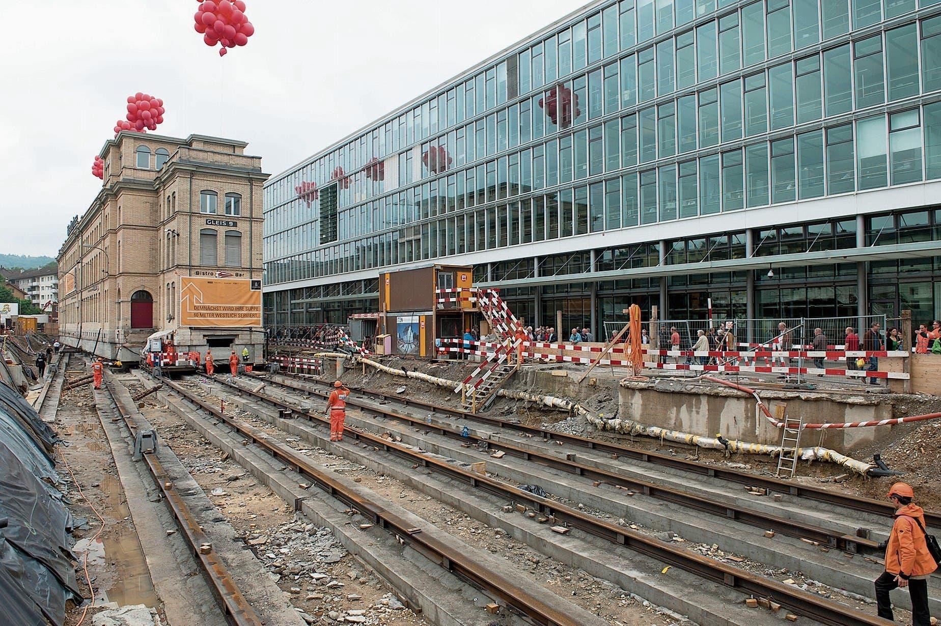 Die legendäre Verschiebung der Maschinenfabrik Oerlikon MFO beim Bahnhof Oerlikon im Jahr 2012. (Bild: PD)