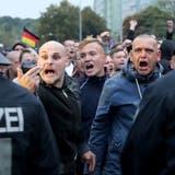 Polizei: Mindestens 25 Straftaten und neun Verletzte in Chemnitz
