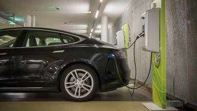 Wer mit einem E-Auto im Toggenburg unterwegs ist, kann ab November in Wattwil den Akku an der neuen Ökotankstelle der Säntis Energie aufladen. Gemäss Marc Zysset würden jedoch viele E-Auto-Besitzer ihre Lademöglichkeit zu Hause noch bevorzugen. (Bild: Urs Bucher)