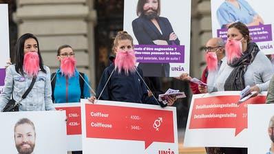 Unia kämpft mit rosa Bärten und falschen Inseraten gegen Lohnungleichheit