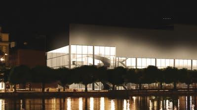 So könnte der gläserne Neubau beim Luzerner Theater aussehen (Visualisierung: Bosshard & Luchsinger)