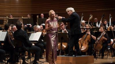 Sir Simon Rattle dirigiert das London Symphony Orchestra mit Magdalena Kozenaals Solistin in Shéhérazade. Bild: Priska Ketterer / Lucerne Festival