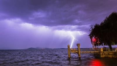 Gewitter über dem Zugersee am Donnerstagabend. (Leserbild: Daniel Hegglin)