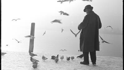 Wer sich als Mann länger am Quai aufhielt, machte sich verdächtig. (Bild: Lisa Meyer-List, ca. 1940, Staatsarchiv Luzern FDC 102_2533)