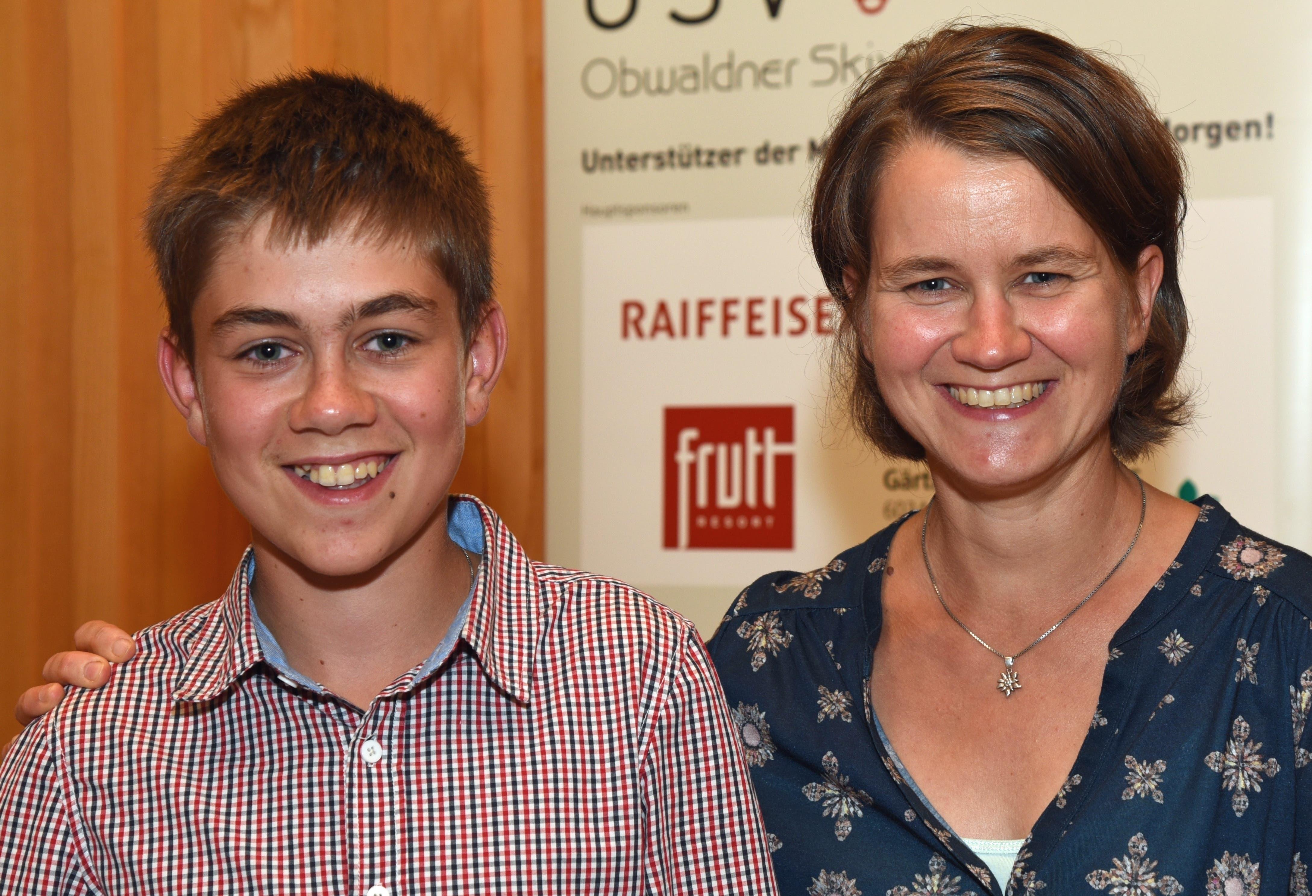Biathlon-Nachwuchstalent Remo Burch und Conny Burch-Huber, Ramersberg (Mutter und Förderin). Bild: Robert Hess (Sarnen, 15. September 2018)