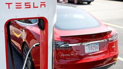 Musk räumt Probleme bei Tesla-Auslieferung ein