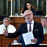 Regierungsrat Martin Klöti reagierte mit Unverständnis auf die Befürchtung der CVP-GLP-Fraktion, Sozialberatungsstellen würden zu «Wohnungsvermittlungsstellen mutieren »(Bild: Regina Kühne)