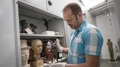 Sammlungskurator Heinz Stahlhut  im Kunstdepot des Kunstmuseums Luzern. Neu wird er das Hans Erni Museum leiten. (Bild: Pius Amrein, 19. Juli 2016)