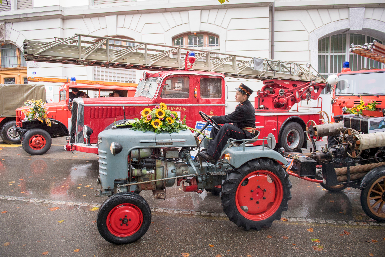 Ein Höhepunkt der Eröffnung des Feuerwehrmuseums Depot 61 am Samstag war das Treffen der alten Feuerwehrautos vor dem Zeughaus. (Bild: Urs Bucher - 1. September 2018)