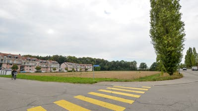 Die noch unbebaute Parzelle an der Ecke Sonnenhof-/Schaffhauerstrasse. (Bild: Donato Caspari)