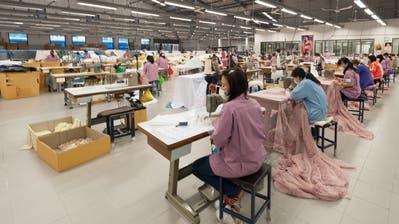 Textilarbeiterinnen des Joint Ventures Bischoff Gamma in Thailand. (Bild: PD/Bernhard Bischoff)