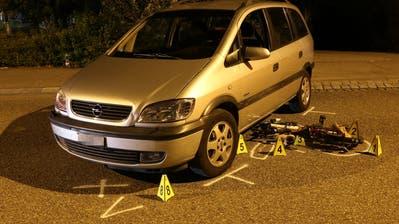 Beim Einbiegen auf die Zürcher Strasse erfasste das Auto das Kindervelo auf dem Trottoir. (Bild: Stadtpolizei St.Gallen - 20. September 2018)
