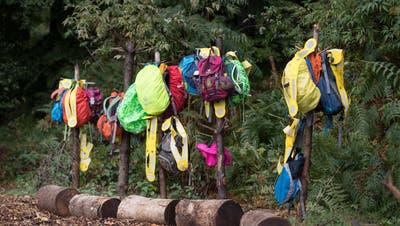 Sogar eine eigene Garderobe haben die Kinder in ihrem Wald in Meggen. (Bild: Pius Amrein, Meggen, 24. September 2018)