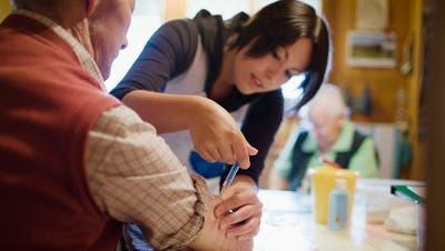 Die Spitex wird in der Betreuung von Senioren immer wichtiger. (Symbolbild: Keystone)