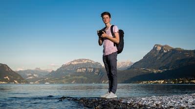 Berge, Seen, Landschaften: Seya Eggler fotografiert am liebsten in der freien Natur. Hier ist er am Vierwaldstättersee in Buochs zu sehen. (Bild: Philipp Schmidli (18. September 2018))