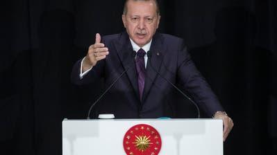 Der türkische Präsident Recep Tayyip Erdogan will die Fussball-EM 2024 in die Türkei holen. (Bild Erdem Sahin/EPA (Istanbul, 18 September 2018))