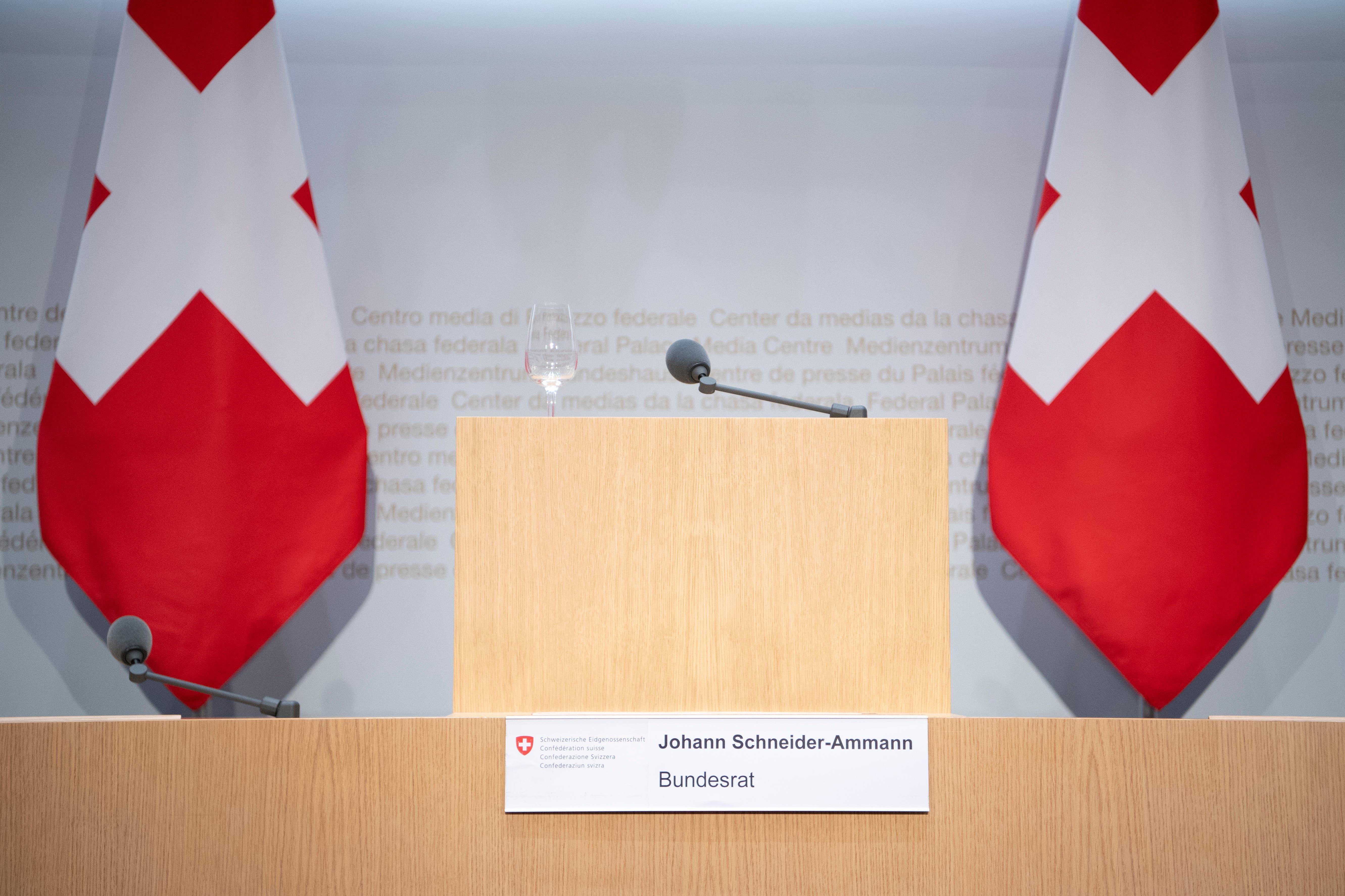 Räumt seinen Stuhl: FDP-Bundesrat Johann Schneider-Ammann gab am Dienstag seinen Rücktritt auf Ende Jahr bekannt. Am Donnerstag tat es ihm Amtskollegin Doris Leuthard (CVP) gleich. (Bild: Anthony Anex/Keystone)