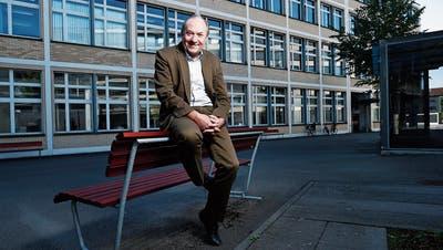 Andreas Heinecke vor der Liegenschaft Gartenstadt 2A auf dem LG-Areal, dem zukünftigen Modi. (Bild: Stefan Kaiser (Zug, 27. September 2018))