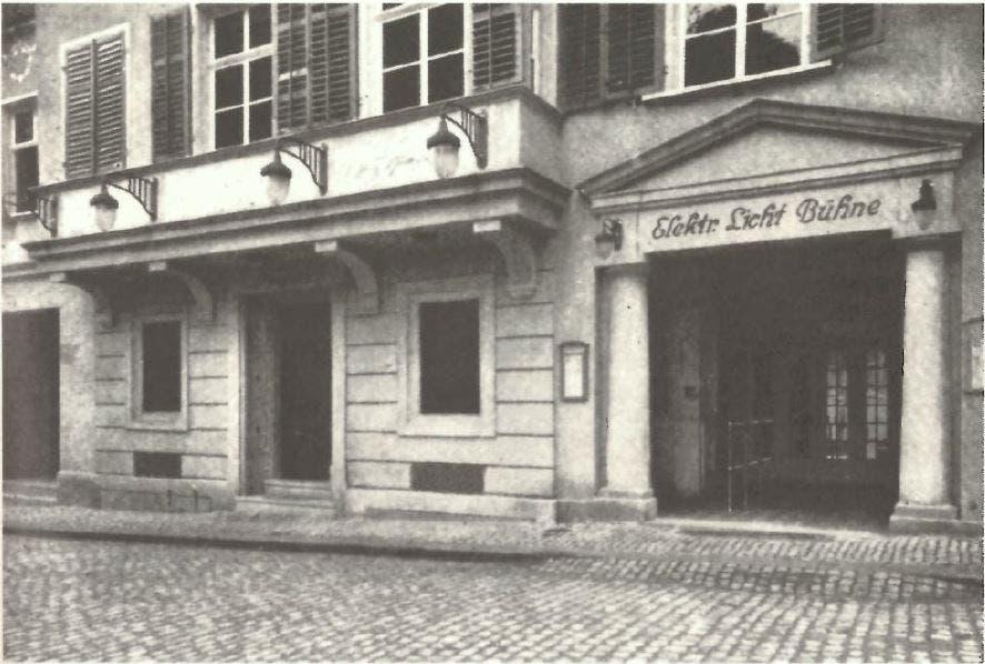 """Eingang zur """"Elektrischen Lichtbühne"""" an der Magnihalde 1912. (Bild: Schreibmappe 1912 der Buchdruckerei Zollikofer)"""