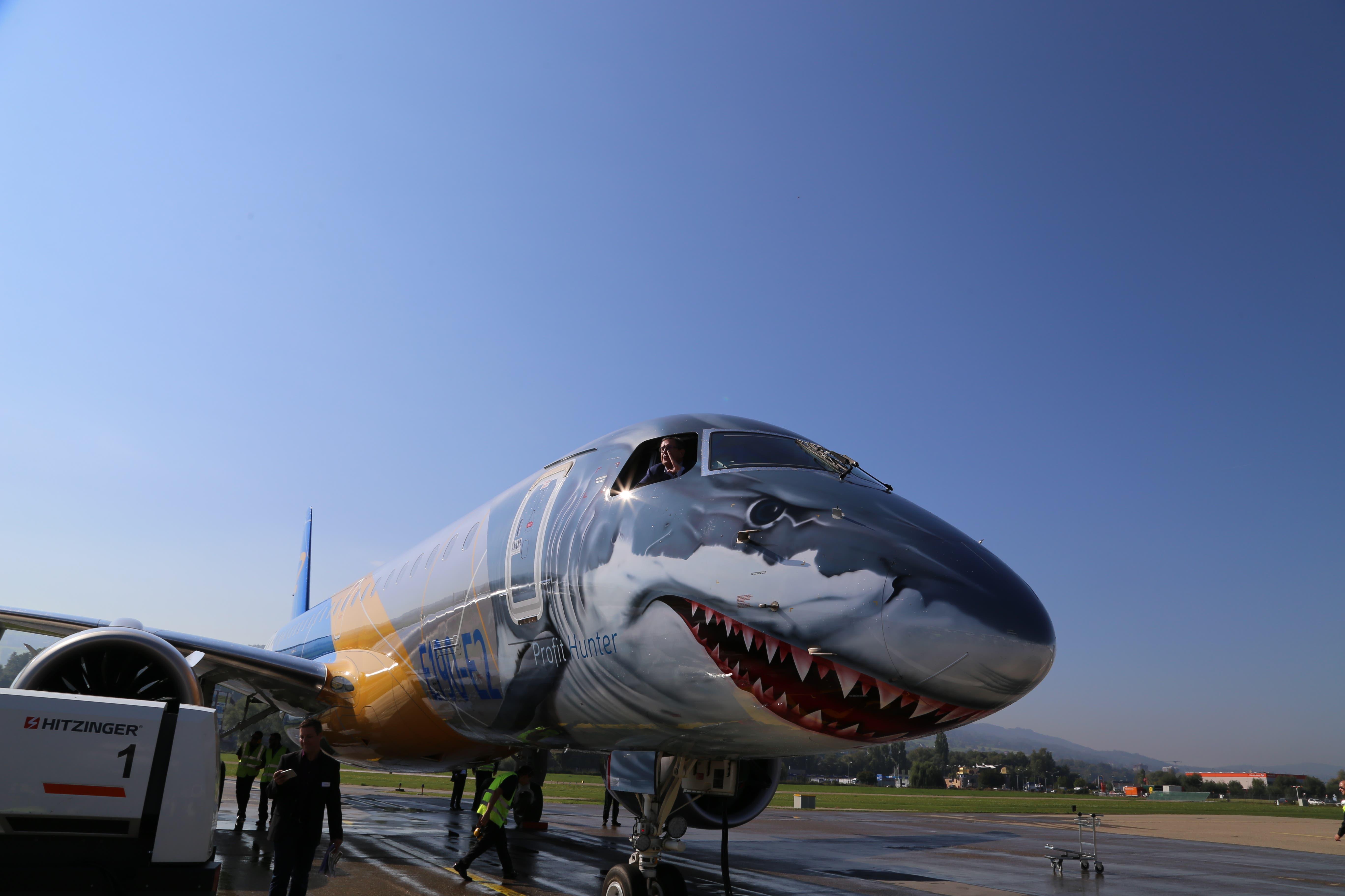 Dieses Flugzeugmodell, die E190-E2 des Brasilianischen Flugzeugbauers Embraer, soll schon bald regelmässig vom Flugplatz Altenrhein abheben.  (Bild: Vivien Huber)