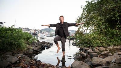 Popstar, Banker und Papa: Stefan Buck muss manchmal ein paar andere Verrenkungen machen. (Bild: Manuela Jans-Koch)