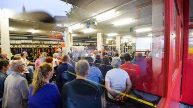 Im August 2016 informierten Gemeinde, Kanton und Bund über die Notasylunterkunft für Flüchtlinge im Feuerwehrdepot an der Talstrasse. (Bild: Donato Caspari)