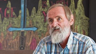 Pfarrer Norbert Valley in den Räumlichkeiten der Freien Evangelischen Gemeinde Murten. (Bild: Nadia Schärli, 27.September 2018)