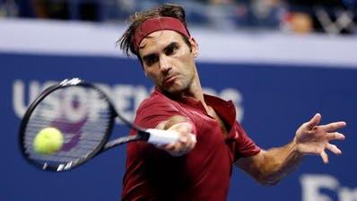 Roger Federer erwischte am US Open in New York einen schwachen Tag und scheitert in den Achtelfinals an John Millman. (Bild: AP Photo/Jason DeCrow)