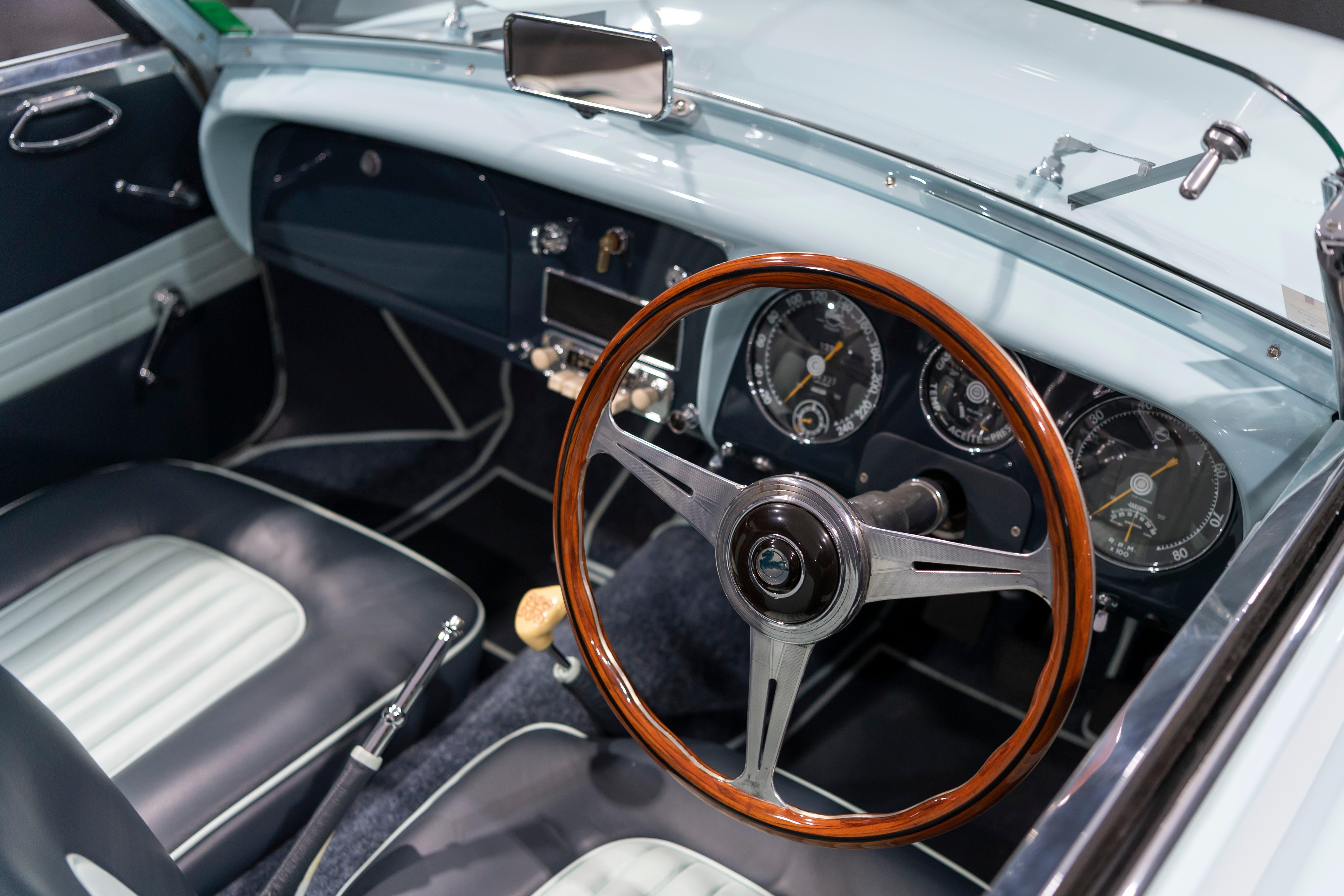 ...und dessen Cockpit.