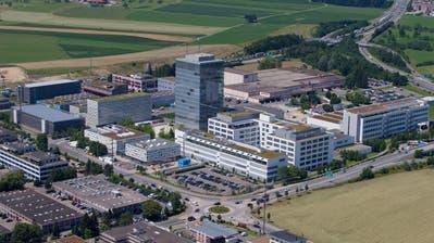 Blickauf das Areal von Roche Diagnostics in Rotkreuz. Wie bereits im Vorjahr beschäftigt die Tochter des Pharmakonzerns Hoffmann-La Roche auch 2018 die meisten Personen im Kanton Zug. (Bild: Stefan Kaiser))