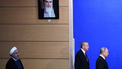 Von links: die drei Präsidenten Hassan Rohani, Recep Tayyip Erdogan und Wladimir Putin. Bild: Kirill Kudryavtsev/EPA (Teheran, 7. September 2018)