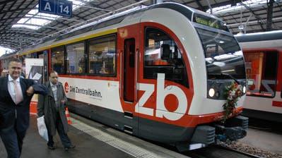 Ein Zug des Typs Adler nach seiner Jungfernfahrt im Bahnhof Luzern. (Bild: Archiv NZ, 22. September 2012)