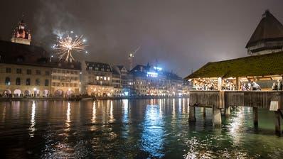 Die Schweiz begrüsst das Jahr 2019 mit Glockengeläut und Feuerwerk