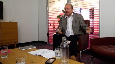 Politikwissenschafter und Historiker Claude Longchamp. (Bild: Watson)